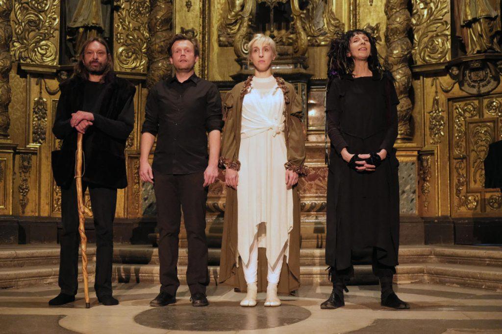De droite à gauche: Myriam Pellicane, Julie Boitte, Matthieu Epp, Don Fabulist